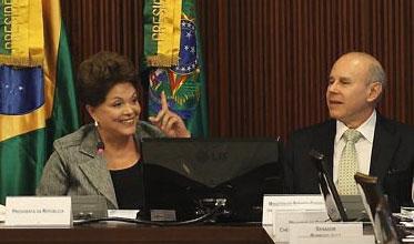 A presidente Dilma e o ministro da Fazenda, Guido Mantega na reunião do Conselho Político do governo