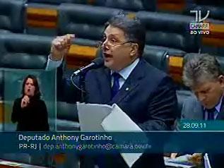 Garotinho faz discurdo indignado com a covardia feita em Campos (Imagem da TV Câmara)