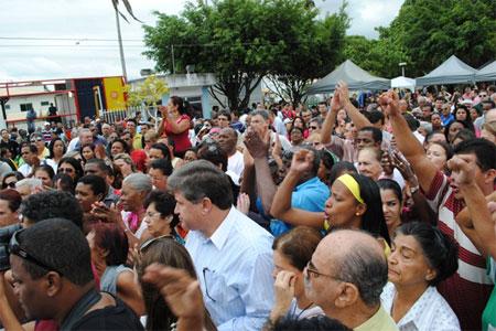 Aumenta a revolta do povo de Campos que aguarda recursos na Justiça (Foto de Luciano Azevedo)
