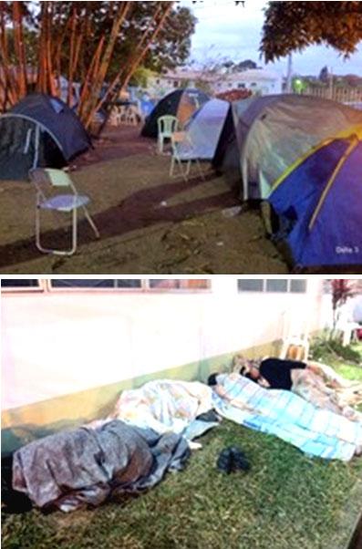 Amanhecer desta sexta-feira no pátio da prefeitura onde a população continua acampada (Fotos do blog A Mosca Azul)
