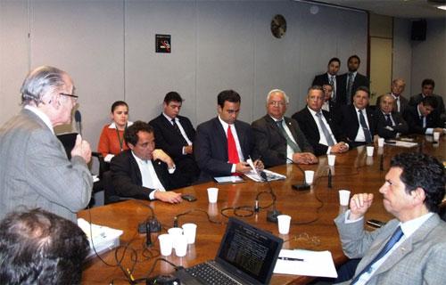 Bancadas do RJ e ES ouvem o procurador Humberto Soares sobre a defesa dos royalties na Justiça (Foto de André Couto)