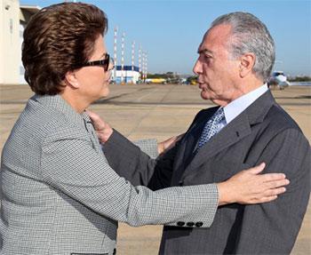 Dilma transmite o cargo a Michel Temer antes de embarcar em recente viagem internacional