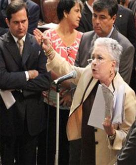 Cidnha Campos, ontem, na ALERJ, aos berros, pedindo a cassação da deputada Janira Rocha