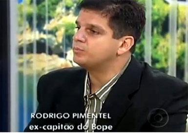 Pimentel gosta de ser apresentado como ex-capitão do BOPE, mas esconde sua vergonhosa trajetória como policial