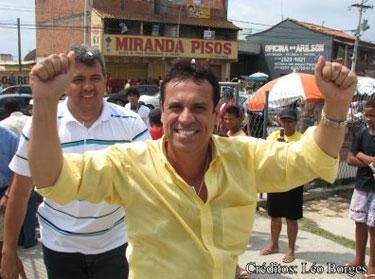 O prefeito de Cabo Frio, Marquinhos Mendes comemorando uma liminar que o manteve no cargo