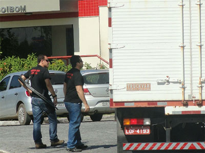 Policiais do GAP (Grupo de Apoio à Promotoria) no dia da operação do MP no Boi Bom, em Cabo Frio