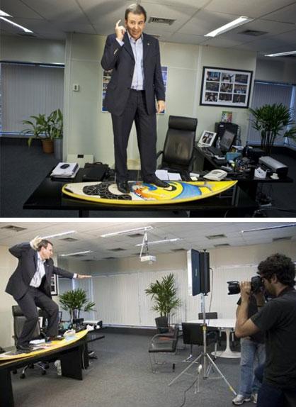 """Paes paga mico """"surfando"""" no seu gabinete, em 2009"""