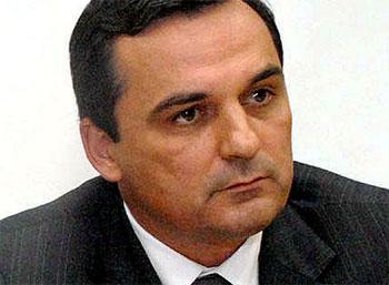 Régis Fichtner, presidente da Comissão de Ética de Cabral (parece piada), quer esconder seu enriquecimento e os negócios nebulosos