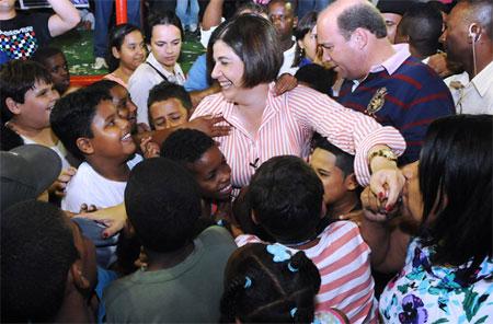 Alheia ao jogo sujo da oposição, prefeita Rosinha recebe o apoio da população e cresce nas pesquisas