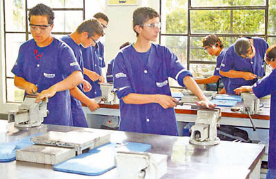 Jovens em curso de qualificao profissional