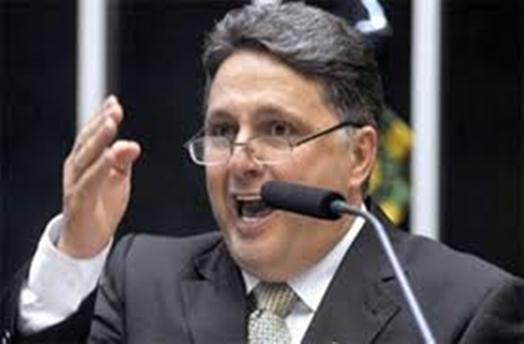 Garotinho leu trecho da decisão do ministro Fux para derrubar a sessão.