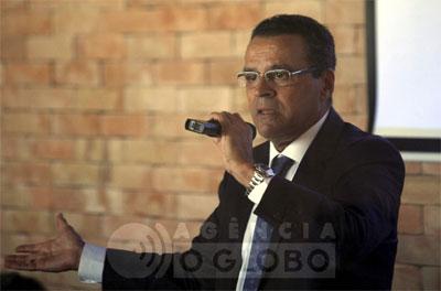 Henrique Eduardo Alves fala aos parlamentares fluminenses no almoço de ontem