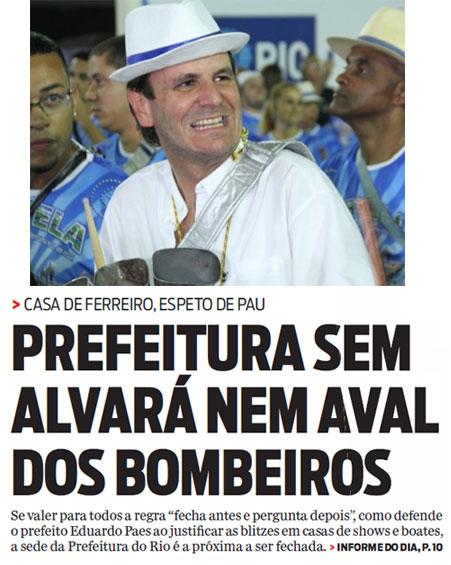 Paes tocando agogô com ritmistas da Portela; abaixo manchete da capa do jornal O Dia