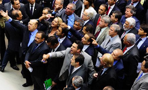 Deputados do Rio protestam no plenário enquanto Garotinho discutia com Renan Calheiros (Gustavo Lima - Agência Câmara)
