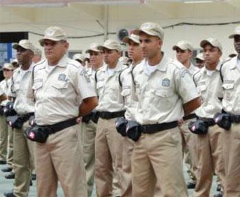 Guardas municipais abandonados pelo prefeito do Rio