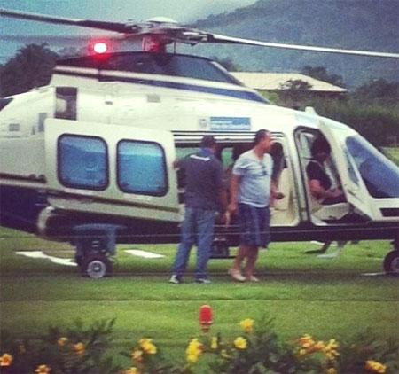 Cabral chegando de helicóptero em Mangaratiba