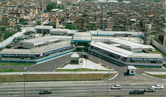 Batalhão da PM na Linha Vermelha, no complexo da Maré