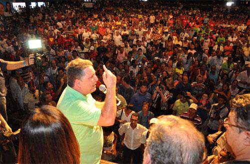 Garotinho discursando na Convenção do PR (Foto de Gerson Gomes)