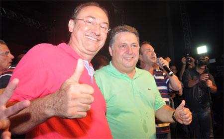 Garotinho com o prefeito de São Gonçalo, Neilton Mulim eleito na convenção vice-presidente estadual do PR (Foto de Check Fotógrafo)
