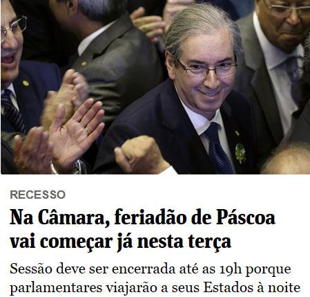 Eduardo Cunha sendo aplaudido por correligionários na eleição para a presidência da Câmara; abaixo manchete da Folha de S. Paulo online