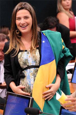 Deputada Clarissa Garotinho no plenário da Câmara