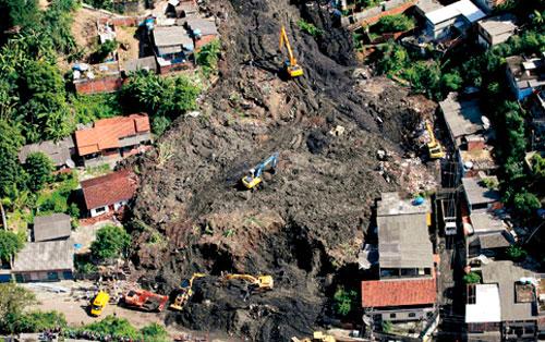 Deslizamento de terra no Morro do Bumba, em Niterói, matou 48 pessoas em abril de 2010