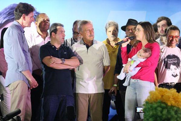 Clarissa Garotinho na convenção do PRB que homologou a candidatura de Marcelo Crivella