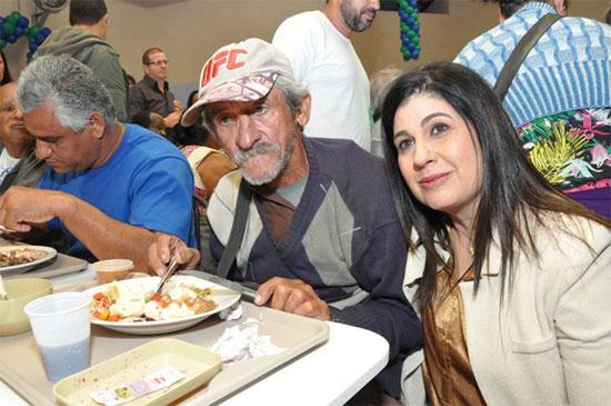 Rosinha na reabertura do Restaurante Popular de Campos, que o governo estadual iria fechar, mas a Prefeitura de Campos assumiu para não prejudicar as pessoas
