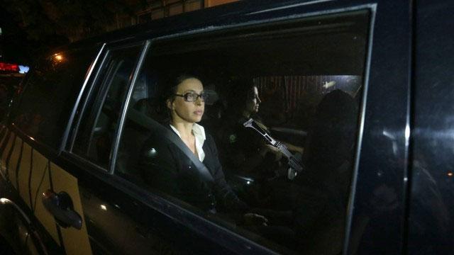 Adriana Ancelmo voltando para casa no camburão da Polícia Federal
