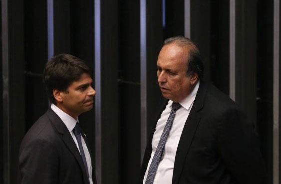 Deputado Pedro Paulo e Pezão no plenário da Câmara