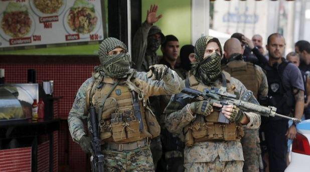 Policiais do BOPE na operação de ontem no Complexo do Alemão