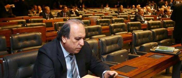 Pezão solitário no plenário do Senado