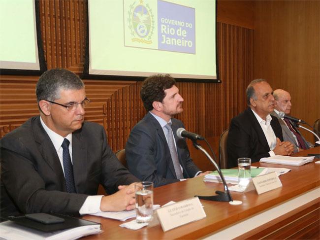 Secretário de Fazenda, Gustavo Barbosa; Procurador Geral do Estado, Leonardo Espindola; Pezão; e Francisco Dornelles