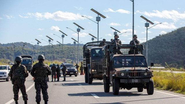 Soldados do Exército patrulham Arco Metropolitano