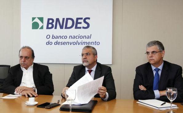 Pezão, Christino Áureo (Casa Civil) e Gustavo Barbosa (Fazenda)