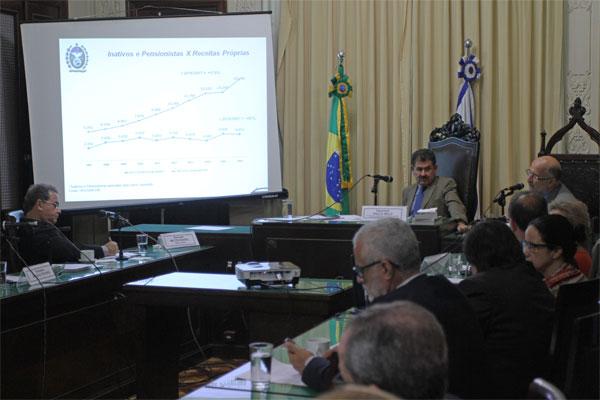 Paulo Melo presidindo sessão da Comissão de Orçamento da Alerj